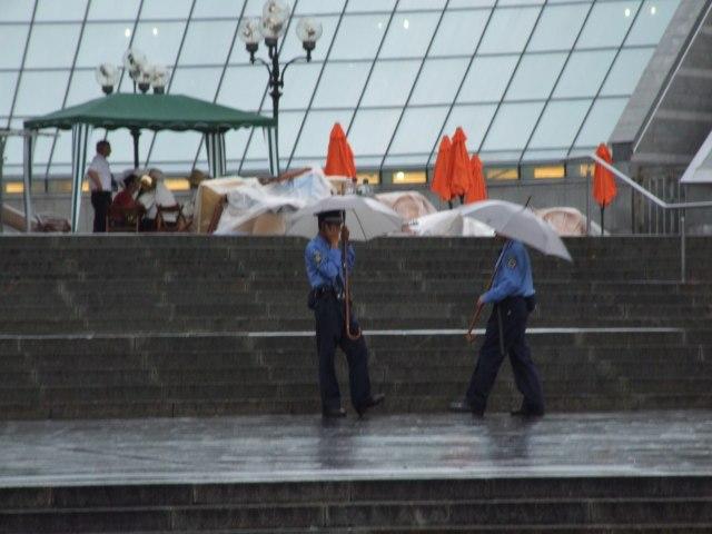 Милиция под дождем