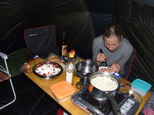 Ужин в палатке