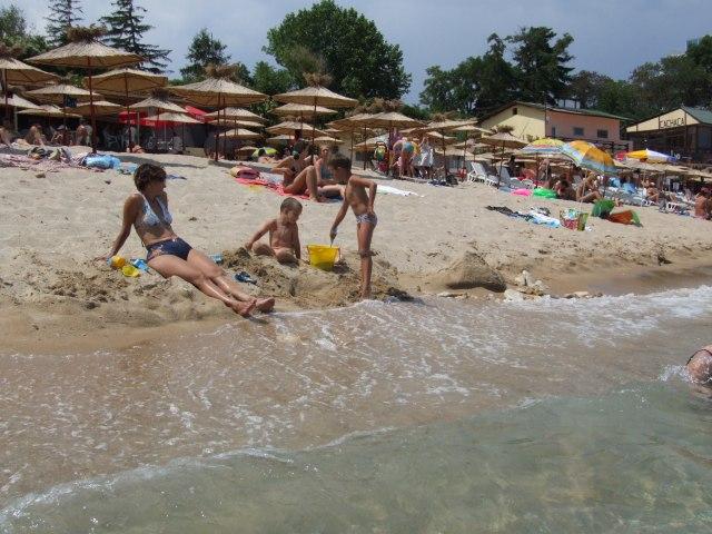 Святые Константин и Елена. Пляж