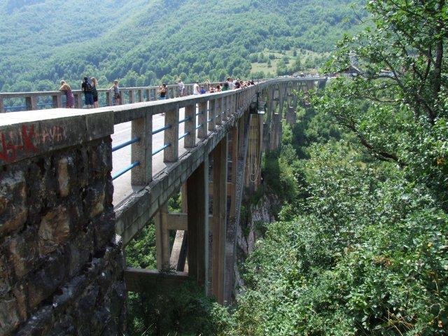 Мост через каньон реки Тара