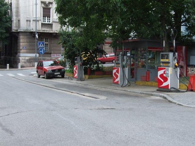 Белград. Заправка