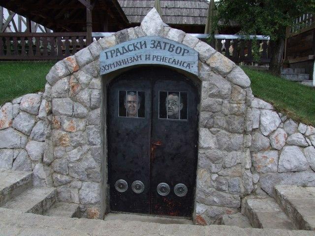 Деревня Кустурицы. Джордж Буш и Хавьер Солана